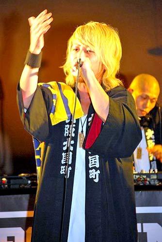 新曲「ギフト」の発売記念イベントを行ったET-KING・TENN