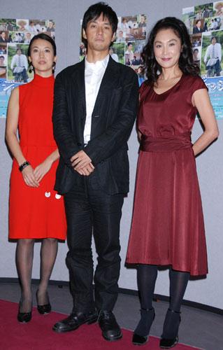 NHK土曜ドラマ『ジャッジ〜島の裁判官奮闘記〜』の完成試写会に出席した(左から)戸田菜穂、西島秀俊、浅野温子