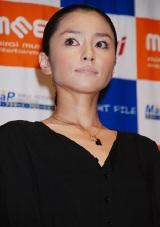 オムニバス映画『TWILIGHT FILE IV』のお披露目舞台挨拶に登場した宝生舞