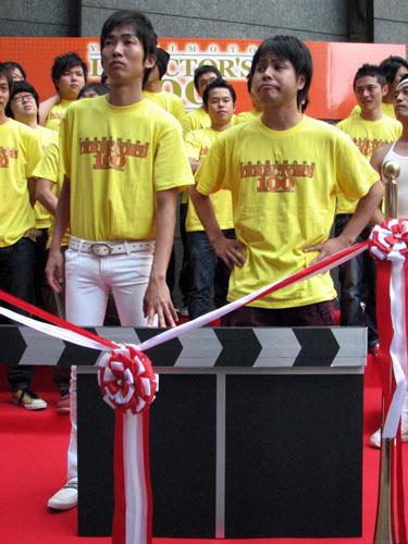 『吉本ディレクターズ100』の大阪上陸記念セレモニーのイベントに登場したNON STYLE