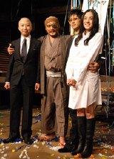 NHK大河ドラマ『風林火山』のクランクアップ後の会見で満足の表情を見せる出演者たち