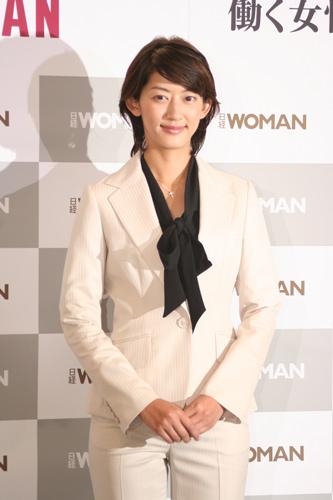 佐藤藍子のスーツ画像