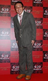 映画『エディット・ピアフ 愛の賛歌』の試写会イベントに出席したスマイリーキクチ