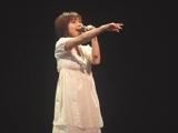 舞台では歌も披露される