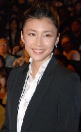 映画『クローズド・ノート』の初日舞台挨拶に登壇した竹内結子