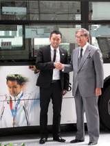 東京五輪実現へ向け固い握手を交わした2人