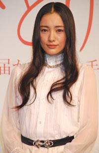 女性芸能人で1位を獲得した仲間由紀恵、9月27日、「ナツひとり -届かなかった手紙-」製作発表記者会見にて