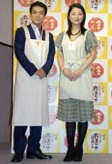 『ベストとろ〜りスト』を受賞した中山秀征と小池栄子
