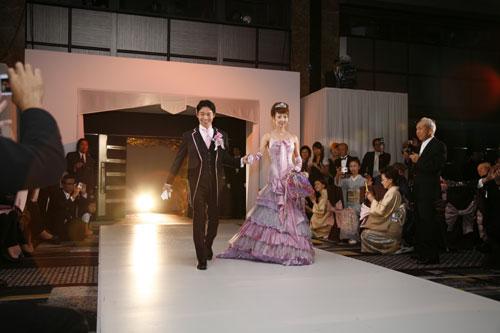 マーメイドドレスで西村拓郎氏と