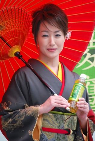 『綾鷹 上煎茶』の発売記念イベントに出席した高島礼子