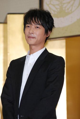 2008年NHK大河ドラマ『篤姫』の第3次出演者発表会見に出席した堺雅人