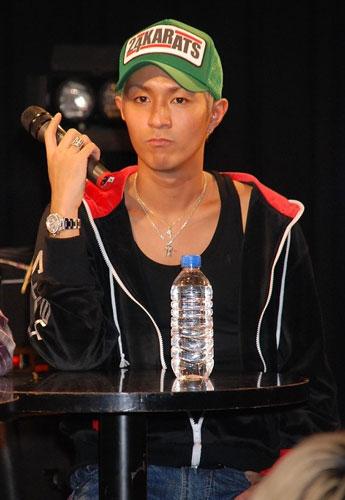 映画『ヒートアイランド』の公開直前クラブイベントに登場した浦田直也(AAA