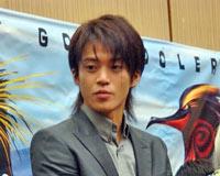 小栗旬、10月11日(木)、CGアニメ映画『サーフズ・アップ』のアフレコ現場での模様