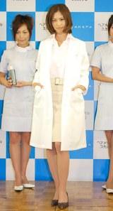 ちょっぴりワイルド風に女医コスプレの安田美沙子