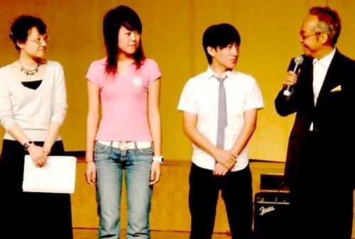 南京芸術学院の教授にも就任、学生とのミーティングの様子