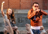 明治学院高校で凱旋ライブを行った加藤ミリヤと若旦那(湘南乃風)