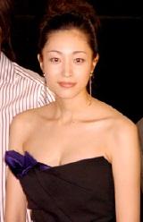 『第20回 東京国際映画祭』の公式出品映画『イッツ・ア・ニューデイ』の舞台挨拶に出席した青山倫子