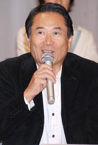 NHK連続テレビ小説『瞳』の出演者発表会見に出席した前田吟