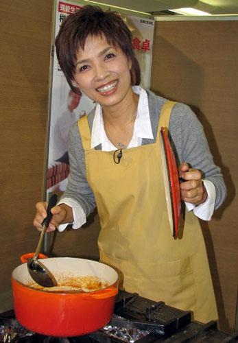 サムネイル 芸能生活30周年を迎える榊原郁恵