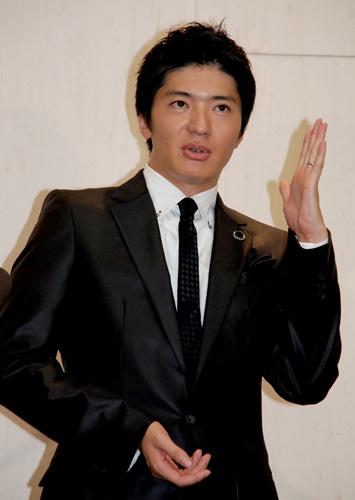 長井秀和(8月に語学留学を発表したときの模様)