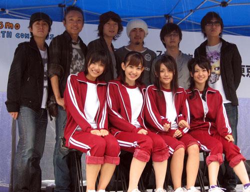 『コスモ アースコンシャス アクト クリーン・キャンペーンin TOKYO』に出演したAKB48とRAG FAIR