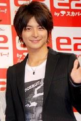 小池徹平(10月4日、都内で行われた「e2 by スカパー!」新TVCM発表会での様子)