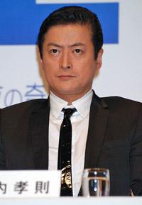 映画『スマイル〜聖夜の奇跡〜』の完成披露会見に出席した陣内孝則監督