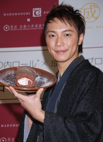 サムネイル 商品『成宮ロール』の記者発表会に出席した成宮寛貴