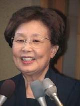 会見後、東京・台東区の自宅で取材に応じる海老名香葉子