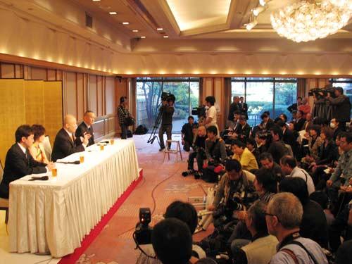 会見には150名ほどの報道陣が集まった