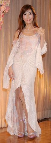 美しいドレス姿で登場した川島なお美