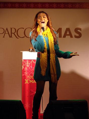 サムネイル パルコXmasキャンペーンソング「Shining」を熱唱したCrystal Kay