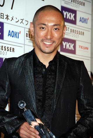 サムネイル 『第36回ベストドレッサー賞』の「特別賞」を受賞した市川海老蔵