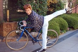 愛用の自転車でアフレコスタジオに到着
