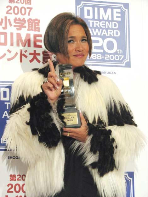 サムネイル 「好きなおねえキャラ」1位に輝いたIKKO(27日、『DIMOトレンド大賞』授賞式にて)