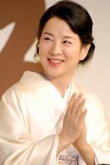 映画『母べえ』の制作発表会見で笑顔を見せる吉永小百合