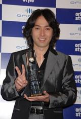 『第40回オリコン年間ランキング2007』シングルセールス部門の作品別売上枚数ランキングで年間1位を獲得した秋川雅史