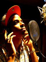 アメリカ・ピッツバーグ出身の青年の演歌歌手デビューで、演歌歌謡シーンに新風。