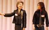 クワバタオハラの小原正子(右)左は実母(2007年10月撮影)