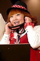 歌う柳原可奈子