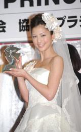 笑顔を浮かべる安田美沙子