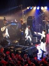 ライブはZepp Tokyoでファン2500人を集めて開催された