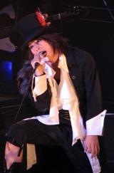 ボーカル・haderu(田村淳)