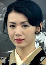 和服姿で色っぽい表情を浮かべる小島可奈子