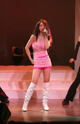 ステージでは倖田來未の「キューティーハニー」に初挑戦した西尾夕紀