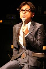 F-BLOODでは黒ブチメガネがトレードマークの兄、藤井フミヤ