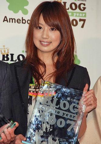 サムネイル 『BLOG of the year 2007』の表彰式に出席した東原亜希