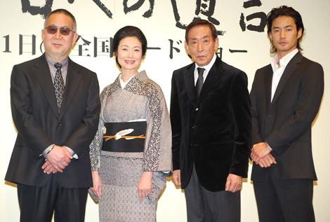 映画『明日への遺言』の特別試写会に出席した(左から)小泉堯史監督、富司純子、藤田まこと、竹野内豊