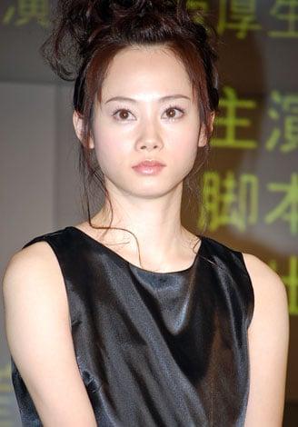 岩井堂聖子のドレス画像