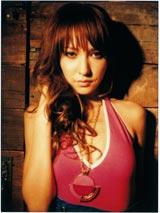 4月2日(水)にファーストアルバム『LENA』をリリースする藤井リナ